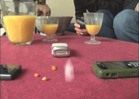 Ecco un modo alternativo per fare i pop corn, con i cellulari