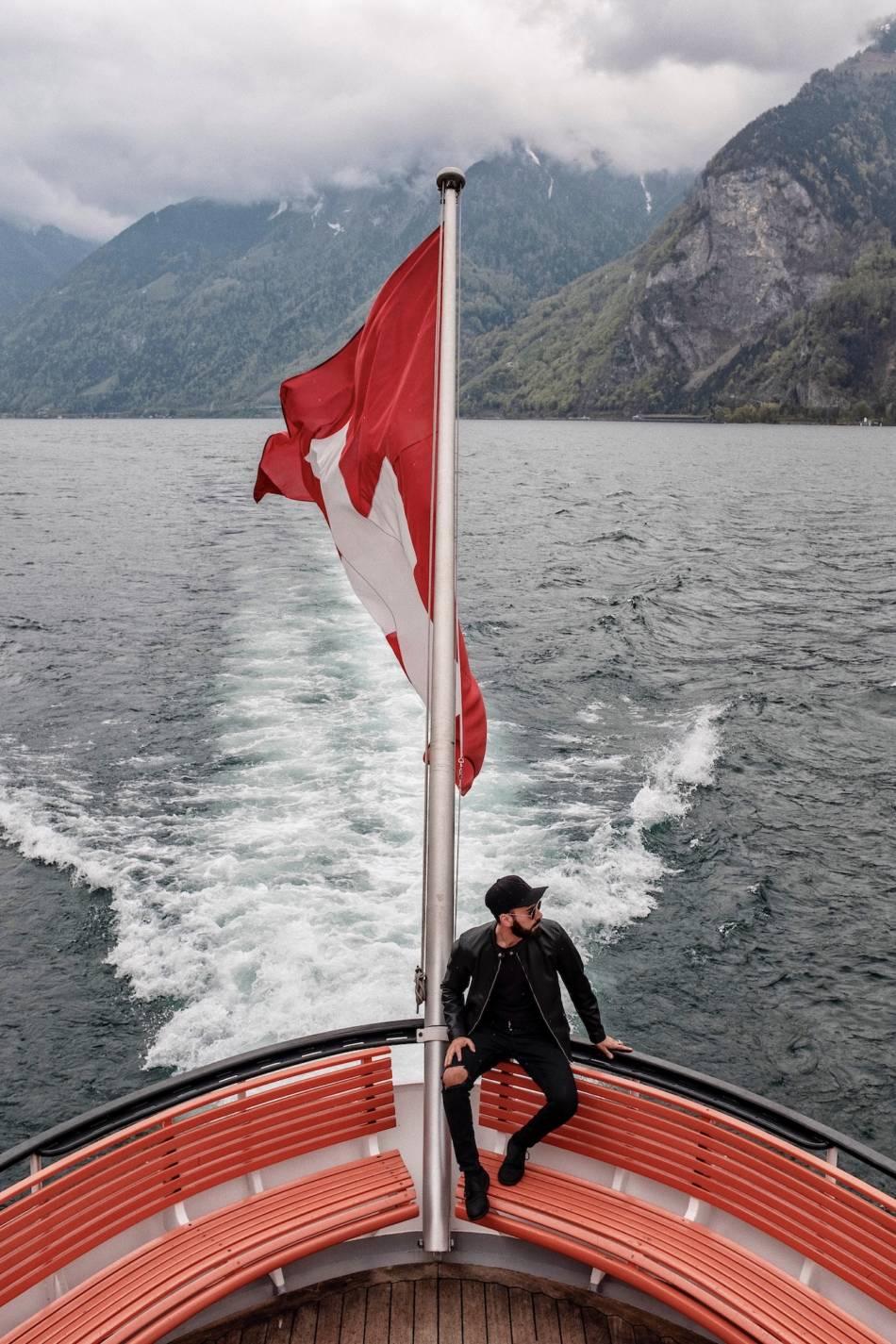 Battello sul lago di Lucerna